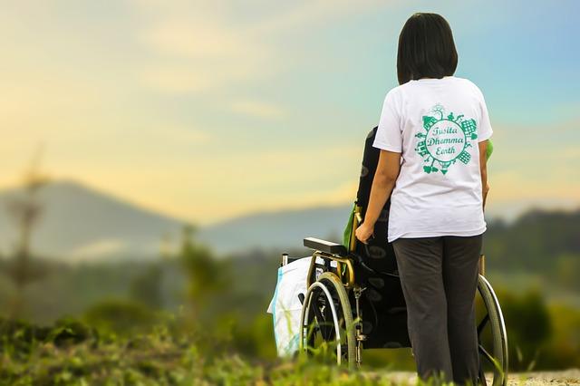 pečovatelka o invalidu.jpg